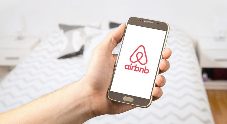 Customized Regression Model for Airbnb Dynamic Pricing考察